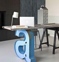 idee für kreative DIY Schreibtisch von Holztür