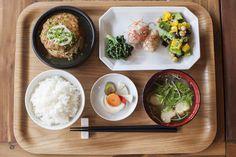 旅の大きな楽しみは「食」。食を通すと、その町の魅力をもっともっと知ることができます。 食べて、楽しんで、旅先を […]