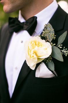 White Garden Rose Boutonniere bouquets rosas blancas / white roses tamaño de tallos: 40cm - 50cm