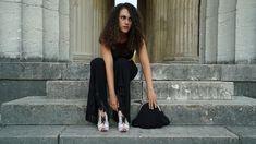 Ein aussergewöhnlicher Begleiter für besodere Abende Dresses, Fashion, Slip Dresses, Vestidos, Moda, Fashion Styles, Dress, Fashion Illustrations, Gown