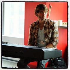 Jon McLaughlin performs at VEVO HQ beast at the piano!