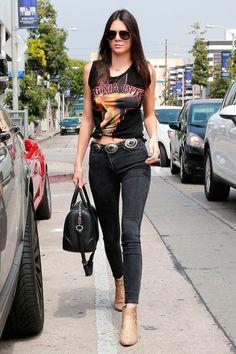 8. Os cintos com fivelas grandes ou duplas são mais pesados e, por isso, ideais para completar um look rocker.