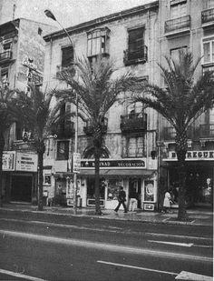 El nostre Alacant d'antany 3 en 1: el Cine Avenida, la tienda de decoración y antigüedades de los Hnos Bernad y Borreguero. Rambla 21,23 y 25. Subida por Alacantí de profit. — con Jose Vicente Arias Perez.