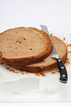 Torta di castagne al rum farcita Ecco un morbido dolce tipicamente autunnale adatto per la colazione e per la merenda