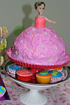 my first time to make this doll cake and its fun! sory for the mess lol!