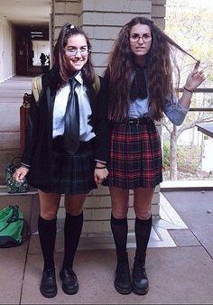 Mia Thermopolis and Lilly Moscovitz                              …