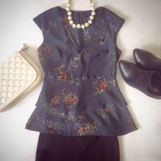 A romantic green top with flower print. A chic look for your important occasions. Be elegant completing your look with heels and a clutch bag! // #fashion #top #flowers #look #outfit #lookideas #print #flowerprint