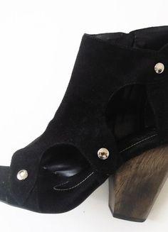 À vendre sur #vintedfrance ! http://www.vinted.fr/chaussures-femmes/bottes-and-bottines/23062190-bottines-a-bouts-ouvertes