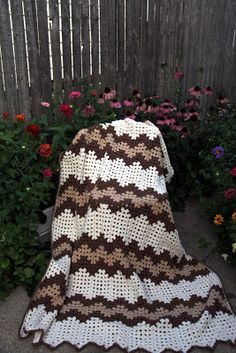 Priscillas: Granny Ripple is Finished and Another Big Flower Blanket
