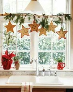 easy, fun window display for Christmas cheer! Under The Table and Dreaming: 50 Simple Holiday Decor Ideas {Easy Christmas Decorating} Saturday Inspiration and Ideas Merry Little Christmas, Noel Christmas, Country Christmas, Simple Christmas, Christmas Crafts, Christmas Windows, Office Christmas, Elegant Christmas, Homemade Christmas
