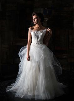 dramatic wedding gowns, carol hannah's  gown.   via:myhotelwedding.com                     walkingonsunshine:)