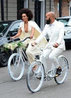 Solange Knowles is married! The singer/DJ sensation officially tied the knot with long time beau Alan Ferguson in New Orleans. Cycling to the beat of her own drum, love it! Celebrity Wedding Dresses, Celebrity Weddings, Celebrity News, Celebrity Couples, Celebrity Style, Solange Knowles Wedding, Bike Wedding, Zen Wedding, Wedding White