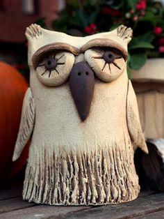 Keramická dílna Hliněnka: října 2015 Ceramic Angels, Ceramic Birds, Ceramic Pottery, Pottery Animals, Clay Birds, Owl Crafts, Pottery Sculpture, Clay Animals, Clay Projects