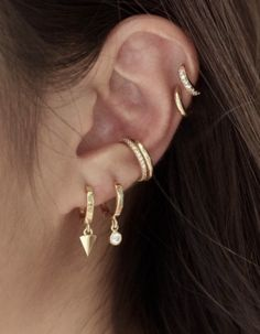 Gold minimalistic jewellery and ear inspiration. Golden earrings and ear cuffs with diamonds Ear Cuff Jewelry, Gold Jewelry, Jewellery, Ring Bracelet, Ring Earrings, Bracelets, Fake Piercing, Golden Earrings, Minimalist Jewelry