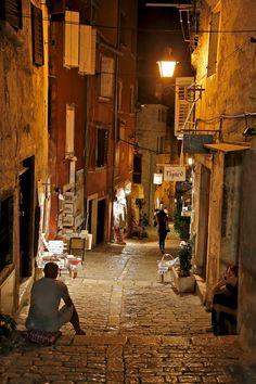 Nuit d'été dans les ruelles de Rovinj, Croatia by Europe Trotter on 500px