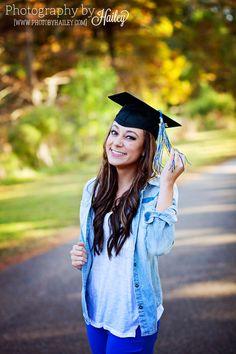 Senior Portrait Photography #PhotographybyHailey #seniorgirl #seniorpictures #collegegraduationphoto