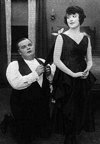 Fatty Arbuckle & Mabel Normand in 1916 Vintage Hollywood, Hollywood Glamour, In Hollywood, Silent Film Stars, Movie Stars, Wild Is The Wind, Film D'action, Harold Lloyd, Bob Hope