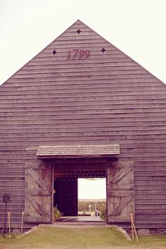 A popular barn in the #hudsonvalley to have beautiful rustic country #weddings in.