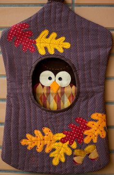 The eyes are fabulous; I couldn't help but giggle. I think a few journal pages on fun eye peeking out of places may be in order. (Photo only did not check link) Fabric Crafts, Sewing Crafts, Sewing Projects, Craft Projects, Laundry Pegs, Pretty Pegs, Clothespin Bag, Bordados E Cia, Clothes Pegs