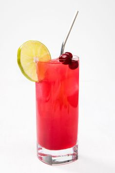 Making a Cranberry margarita - Thanksgiving.com #margarita #cocktails #cocktailrecipe
