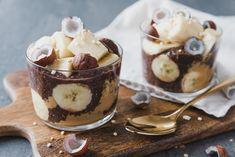 Da eigenen sich so einfache 5-Minuten Frühstücke wie dieser Schokoladen Chiapudding mit Banane einfach perfekt. Vor allem wenn es in der Früh auch mal To-Go