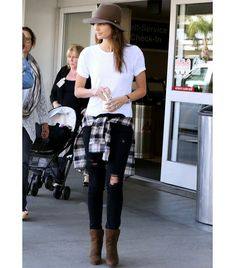 When it comes to wardrobe staples, if yours isn't a plain white t-shirt, we're not sure what planet you're living … Who What Wear, Minka Kelly, Love Fashion, Autumn Fashion, Womens Fashion, Fashion Trends, Fashion Hats, Fashion Bloggers, Outfits With Hats