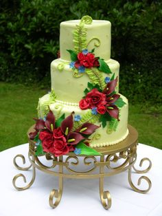 I like the stand under this cake