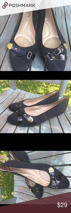 Women's Bandolino Black & Gold Flats Size 8M EUC Women's Bandolino Black & Gold Flats Size 8M EUC Bandolino Shoes Flats & Loafers