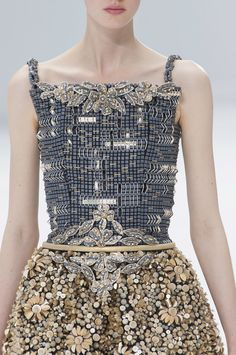 View all the detailed photos of the Chanel haute couture fall 2014 showing at Paris fashion week. Chanel Couture, Haute Couture Style, Couture Mode, Couture Details, Fashion Details, Fashion Design, Chanel Fashion, Gypsy Fashion, Love Fashion