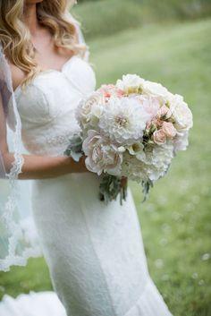 romantic dahlia and rose bouquet / Christie Graham Photography