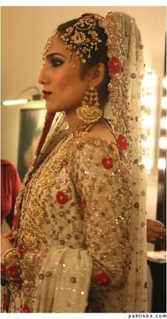 Bunto Kazmi original - Pakistani fashion. very beautiful