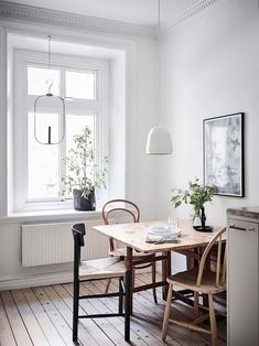 Get creative ideas with these Scandinavian home designs that feature astonishing dining room lighting designs. Get creative ideas with these Scandinavian home designs that feature astonishing dining room lighting designs. Dinning Room Tables, Dining Room Lighting, Dining Room Design, Dinning Table Small, Small Kitchen With Table, Dining Area, Kitchen Ideas, Entry Tables, Kitchen Tables