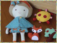 Bella  na http://www.elo7.com.br/boneca-de-pano-bella-raposinha/dp/6F9A33