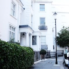 Beautiful Kensington #London #White #Houses #Street #today #Details #FromWhereIStand #blogger #fbloggers #fashionblogger #artstylelove