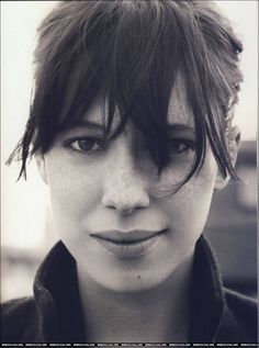 .I wish I could pull off bangs like this