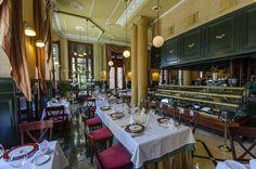 El Café del Oriente es un suntuoso restaurante situado en el entorno de la Plaza de San Francisco, cerca de la Avenida del Puerto.  Sus principales atributos son la elegancia clásica de sus estancias, la calidad de su cocina y su servicio esmerado.