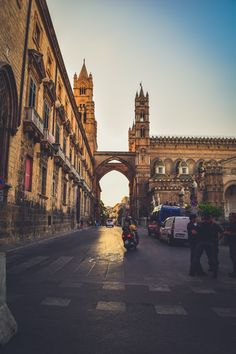Travel guide to sicily palermo city historical district town medieval normanno norman arabic arabo history best of italy sicily sicilia what to do see italy best time of year-25