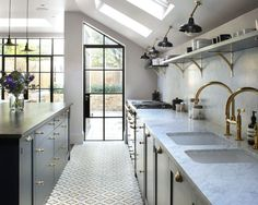 48 Inspiring Mid Century Kitchen Remodel Ideas Home decorating is easier than you may think and the kitchen is the most popular room to start with. Kitchen Tiles, Kitchen Flooring, New Kitchen, Kitchen Cabinets, Tile Flooring, Upper Cabinets, Flooring Ideas, Kitchen Interior, Kitchen Decor