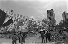 Clásicos de Arquitectura: Conjunto Habitacional Nonoalco Tlatelolco,Edificio Nuevo León devastado después del Terremoto de 1985. Image vía Gobierno del Distrito Federal, Secretaría de Cultura, Museo Archivo de la Fotografía.