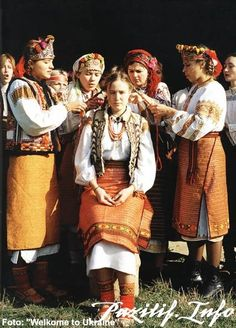 Traditional Hutsul wedding in Western Ukraine [Passionate and freedom-loving Hutsuls http://www.wumag.kiev.ua/index2.php?param=pgs20052/70]