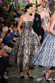 Christian Dior at Paris Fashion Week Spring 2014 - Runway Photos Love Fashion, Runway Fashion, Spring Fashion, High Fashion, Fashion Show, Fashion Design, Paris Fashion, Fashion 2014, Floral Fashion
