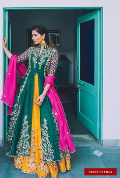 "Photo from Sue Mue ""Portfolio"" album - Weddig Bridal Lehenga - Bride in Amazing Saree Gown. Shadi Dresses, Indian Gowns Dresses, Designer Party Wear Dresses, Indian Designer Outfits, Party Dresses, Wedding Dresses, Mehendi Outfits, Pakistani Outfits, Lehenga Designs"