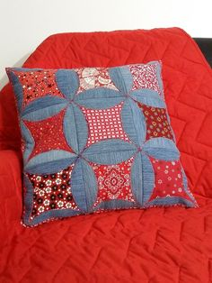 Patchwork denim pillow, charming circles, housewarming gift by NanaLuQuilting on Etsy Diy Pillow Covers, Diy Pillows, Decorative Pillows, Cushions, Patchwork Cushion, Patchwork Quilting, Denim Patchwork, Artisanats Denim, Blue Jean Quilts