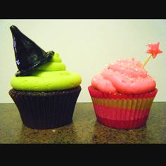 Elphaba and G(a)linda. Gotta love some wicked cupcakes :)