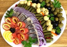 Salad Appetizer Recipe, Appetizer Recipes, Food Platters, Food Dishes, Brunch, Veggie Tray, Veggie Skewers, Snacks Für Party, Holiday Snacks