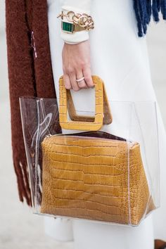 These Are the Biggest Street Style Trends of 2018 Fashion Handbags, Purses And Handbags, Fashion Bags, Fashion Accessories, Kids Fashion, Fashion Outfits, Bags Online Shopping, Online Bags, Leather Clutch