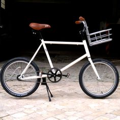 Velo Vintage, Fixed Gear Bicycle, Urban Bike, Cargo Bike, Expedition Vehicle, Mini Bike, Bike Accessories, Sport Bikes, Cool Cars