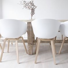 Always a simple beauty with these chairs. You may notice that our feed is littered with images of the HAY Design About A Chair, and it's because they are one of our absolute favorites. Not just because they're gorgeous, but also because they are amazingly comfortable. New color options soon to arrive!  Simply lovely 📷@mayhegepaulsen  #ifweloveitwestockit #husetshop #designdetails #nordicinspiration #danishdesign #haydesign #aboutachair #whiteinterior
