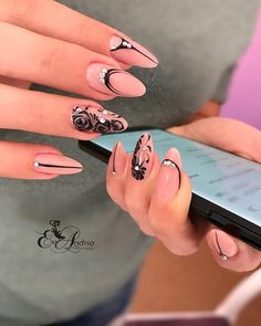 Nude and black filigree nails Acrylic Nail Designs Glitter, Bling Acrylic Nails, Camo Nails, Almond Acrylic Nails, Sparkle Nails, Bling Nails, Nail Art Designs, Funky Nail Art, Nail Art Diy