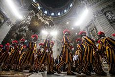 Profit at Vatican bank soars 20 times as it moves away from scandals of the past - THE TELEGRAPH Swiss Guard, St Peters Basilica, Bride Of Christ, Military Training, Trevi Fountain, Vatican City, Nbc News, Rome Italy, Roman Catholic